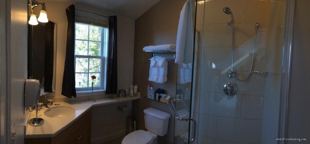 benchmark-inn-bathroom