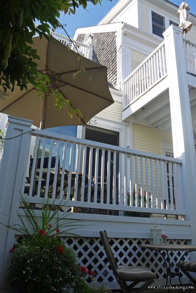 benchmark-inn-courtyard-1