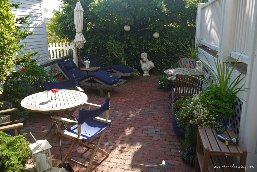 benchmark-inn-courtyard-2