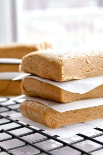 Almond Honey Protein Bars: An unbelievably easy homemade protein bar with only four ingredients! Chewy and loaded with almond butter and honey flavors - gluten free, dairy free, refined sugar free!   stressbaking.com #stressbaking @stressbaking #protein #grabandgo #easy #recipe #easyrecipe #almondbutter #honey #soyfree #dairyfree #glutenfree #refinedsugarfree #vegan