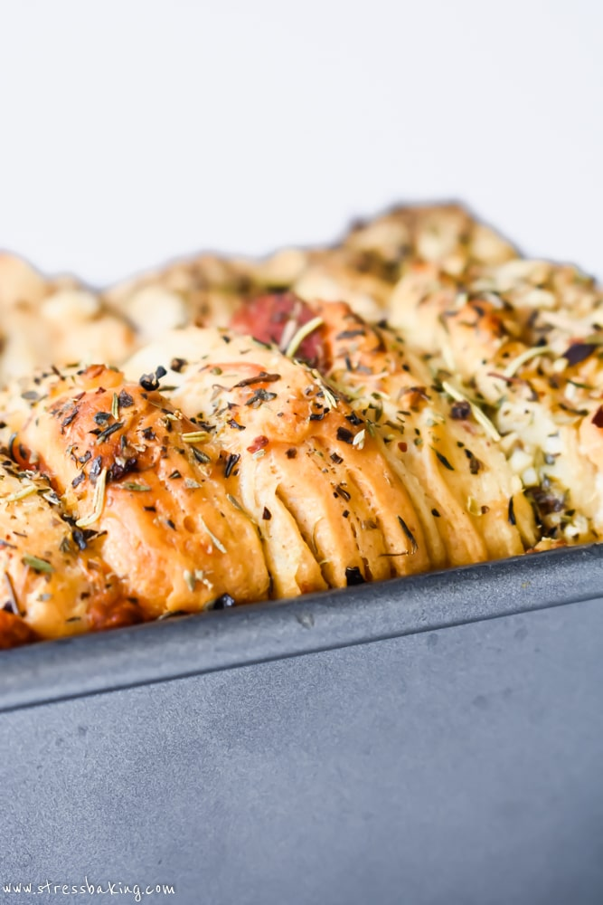 Easy Cheesy Pizza Pull Apart Bread